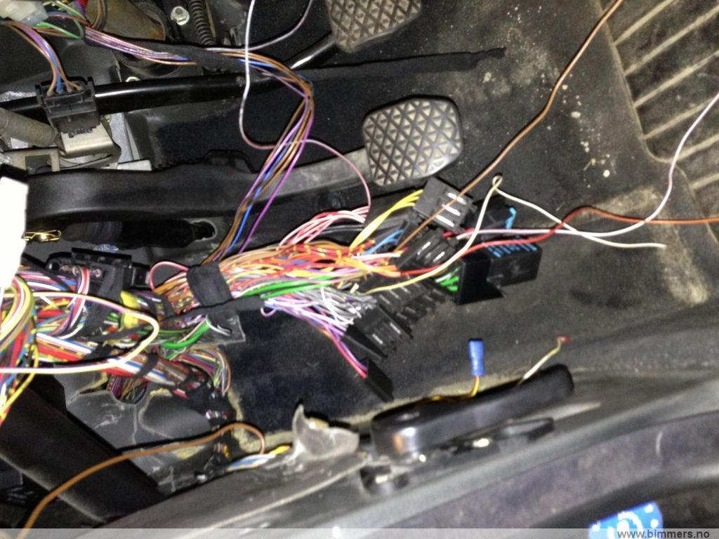 E36 Wiring Holderr Under Dash Please Help Bimmerfest Bmw Forums Radio Harness Wires Me