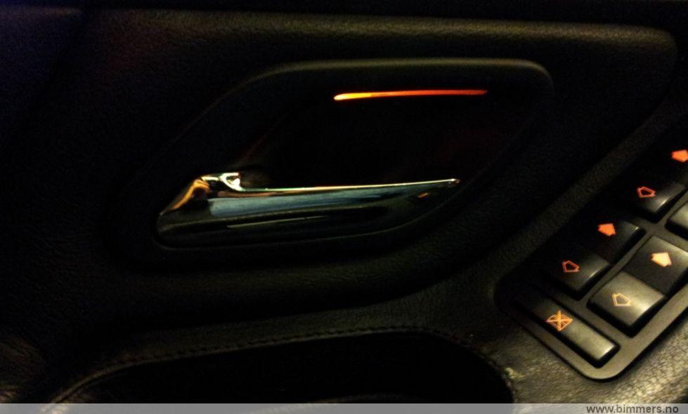 How to turn on lights in door handles?